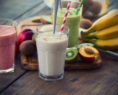 Du glaubst, ein Eiweiß-Shake ist nur etwas für Bodybuilder? Dann werden dich diese leckeren Proteinbomben bei deiner Diät vom Gegenteil überzeugen! Wir haben fünf Rezepte für fruchtigen Shakes zusammengestellt. #IDFM #Fitness #Abnehmen #Trinken