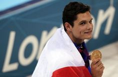 """Florent Manaudou, 21, earned a master's hand his first Olympic title on Friday in London, 50m freestyle. In the footsteps of his illustrious sister Laure Manaudou, which he takes """"over"""". - REUTERS / Gary Hershorn"""