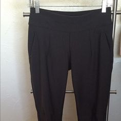 Lululemon Feelin' Frosty Softshell Pants Size 4 Lululemon Feelin' Frosty Softshell Pants, black. Worn a few times, but they are too big for me now . LOVE these pants. I removed the rip tag, because I think they are itchy. Feel free to make an offer! lululemon athletica Pants