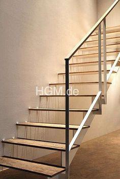 HGM Treppen • Stufenbelag aus echtem Altholz. Alle aktuellen Holzarten lieferbar. Konstruktion mit eingerückter Sattelwange. Lack weiß RAL 9010 oder Sonderfarben nach RAL-Karte sind möglich. Weitere Treppen von HGM im Treppen Finder unter http://www.treppen.de/de/portfolio-leser/hgm.html