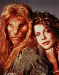 Beauty & the Beast GRS SAYS: Linda Hamilton also part of another love story that moved me. The modern day take on this wonderful tale was also wonderful. I loved Linda and Ron Perlman and totally believed in their relationship Ron Perlman, 1980s Tv Shows, Mejores Series Tv, Vincent And Catherine, Bon Film, Old Shows, Old Tv, The Cw, Classic Tv