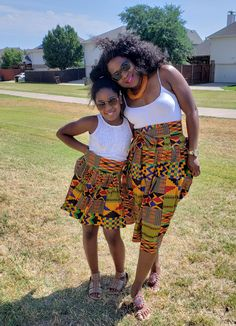 Kente African midi skirt Mommy and me outfits Mother and African Wedding Attire, African Attire, African Wear, Mommy And Me Outfits, Kids Outfits Girls, Girls Dresses, African Print Fashion, African Fashion Dresses, Summer Wear For Ladies