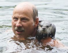 Nemo, der kleine Otter, and his adoptive dad Dr. Wolfgang Gettmann, director at the Aquazoo in Dusseldorf, Germany