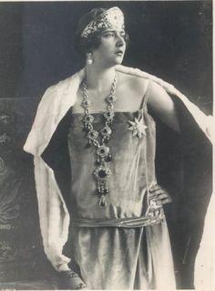 Queen Maria nee Princess Marie of Romania emeralds and diamonds kokoshnik tiara Princess Alexandra, Princess Elizabeth, King Alexander, Royal Jewelry, Jar Jewelry, Jewellery, Casa Real, Portraits, Kaiser