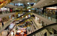 Orchard road shopping mall  #singapore #shopping #travel #travelntreat