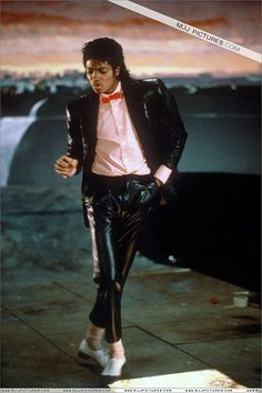 Michael Jackson the king of pop. There would never be other Michael Jackson. His music and his dance move made him the greatest pop star. Jackson Family, Jackson 5, Jackson Music, Music Icon, Pop Music, Invincible Michael Jackson, King Of Music, The Jacksons, Oprah Winfrey