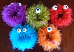 I'm thinking about making a monster wreath for the nursery Tulle Crafts, Wreath Crafts, Diy Wreath, Spooky Halloween, Halloween Crafts, Halloween Decorations, Halloween Wreaths, Halloween 2018, Deco Mesh Wreaths