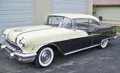 1956 Pontiac Star Chief Catalina Custom - check out that hood! Firebird Trans Am, Pontiac Firebird, Pontiac Lemans, Pontiac Cars, Vintage Cars, Antique Cars, Porsche 911, Pontiac Star Chief, Pontiac Chieftain