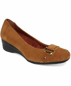 aaab9bbe46ac Naturalizer Macey Wedges black or brown Wedges Online