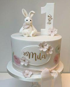 Creative Birthday Cake Ideas for Girls - Idei - Kuchen Bunny Birthday Cake, 1st Birthday Cake For Girls, Creative Birthday Cakes, 1 Year Old Birthday Cake, Birthday Ideas, Baby Girl Cakes, Cake Baby, Baby Girl Christening Cake, Torta Baby Shower