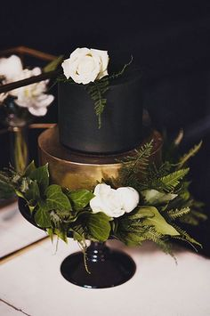 Black and gold wedding cake | Black & Gold Wedding Inspiration: Colour Ideas