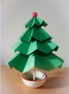 Malý vianočný stromček z papiera