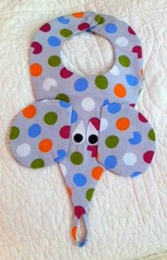 Looking for sewing project inspiration? Check out Binky Bib by member Auntie Looyoo. Quilt Baby, Baby Sewing Projects, Sewing Crafts, Handgemachtes Baby, Baby Gifts To Make, Baby Bibs Patterns, Bib Pattern, Free Pattern, Binky