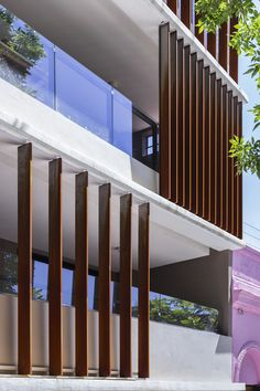 Image 7 of 41 from gallery of AER La Pampa Building / Cubero Rubio. Photograph by Ramiro Sosa Fotografía Villas, House Awnings, Patio Central, Front Elevation, Facade Design, Modern House Design, Pergola, Stairs, Gallery