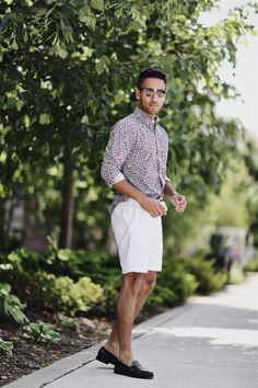 Floral button down + white shorts + loafers loafers outfit, loafers men, preppy men Preppy Mens Fashion, Mens Fashion Week, Men's Fashion, Rock Fashion, Loafers Outfit, Loafers Men, Casual Sporty Outfits, Casual Wear, Blazer And Shorts