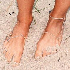 Wouldnt that be Nice... #longingforsummer #footlet #anklet #vibeharslof #summerjewels #nordicdesign #minimalism #maxupyourfeet #skinSS16 #ss16 #shoponline #emmaleth #madsteglers