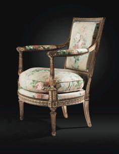 Fauteuil à dossier plat en bois laqué crème et rechampi or d'époque Louis XVI, attribué à Georges Jacob, vers 1790. Sculpté d'entrelacs, le dossier cabriolet de forme évasée, les supports d'accotoir en balustres, reposant sur des pieds avant fuselés à cannelures rudentées et des pieds arrière en sabre ; garni à carreau et recouvert de chintz à motif floral ; avec un numéro au pochoir à l'encre noire : 808