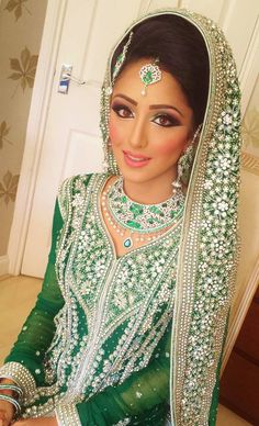 Trendy Indian Bridal Makeup Looks Colour Ideas Asian Bridal Makeup, Bridal Makeup Looks, Bridal Hair And Makeup, Bridal Looks, Indian Wedding Outfits, Indian Outfits, Indian Attire, Pakistani Bridal, Indian Bridal