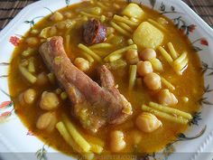 Vanesa Sierra | Fotografía de comida y recetas - Photography food and recipes: Rancho Canario Spanish Kitchen, Spanish Cuisine, Spanish Dishes, Spanish Food, International Recipes, Chana Masala, Deli, Chicken Recipes, Food Photography
