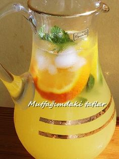 OTTOMAN LEMONATE We make lemonade, which I like to drink in summer heat, except water. Slushies, Dessert Drinks, Dessert Recipes, Turkish Kitchen, Good Food, Yummy Food, Liqueur, Album Design, Iftar