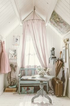 Numero 74 Baldachin in Pulverfarbe - womanm club Shabby Chic Bedrooms, Shabby Chic Cottage, Shabby Chic Homes, Shabby Chic Decor, Vintage Room, Little Girl Rooms, Dream Rooms, Kidsroom, Beautiful Space