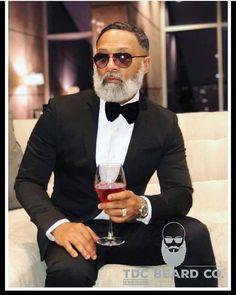Black Men Beards, Handsome Black Men, Black Man, Mens Fall Street Style, Beard Game, Stylish Mens Outfits, Dapper Gentleman, Grown Man, Mature Men