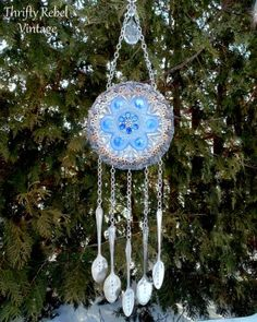 How to make a Garden Plate Flower Wind Chime / thriftyrebelvintage.com