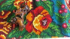 tapis boheme, kilim boheme, tapis moldave, kilim moldave, tapis vintage, tapis salon, deco  salon, idee deco salon, deco chambre, amenagement sejour, deco sejour, tapis colore, tapis multicolore, grand tapis, tapis floral, tapis aux roses, kilim aux roses
