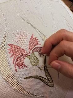 Drawn Thread, Thread Work, Diy And Crafts, Arts And Crafts, Bargello, Blackwork, Embroidery Patterns, Hand Sewing, Coin Purse