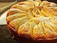 La torta di mele e ricotta è un dolce favoloso, morbidissimo e goloso che non comporta alcuna difficoltà di esecuzione e che riscuote un enorme successo