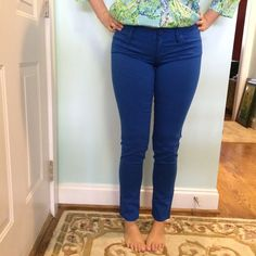 """Less on Ⓜ️ Lilly Pulitzer NWT Worth Skinny Pants I forget the exact color color name but these are from last summer. I never reach for them because I rarely wear pants when it's warm and I don't wear too many bright colors when it's cold lol. Size 4, fit TTS and are NWT. My measurements: Height: 5'6"""", Size: 4 usually, 32DDD bra size Lilly Pulitzer Pants Skinny"""