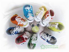 Baby-Turnschuhe gehäkelt Farbwahl Sneaker von faunora-funflower auf DaWanda.com