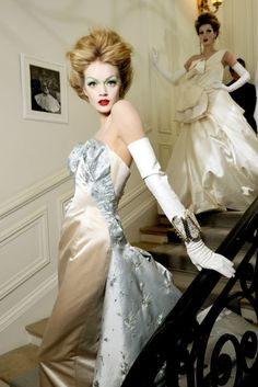 seaborder: John Galliano for Christian Dior Spring Summer 2010 Haute Couture wedding gowns Gloves Fashion, Dior Fashion, Fashion Moda, Couture Fashion, Fashion Show, Fashion Design, Style Fashion, Fashion Beauty, Fashion Trends
