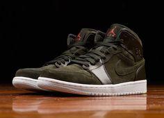 163741603bde Air Jordan 1 Mens 2018 Basketball Shoes Mid Sequoia Max Orange White 554724  302 Air Jordan