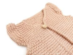 Knitted Girly Vest for baby [ Free Pattern & Tutorial ] Knitted Baby Cardigan, Knitted Gloves, Knit Vest Pattern, Chunky Knitting Patterns, Baby Mobile, Knitting For Kids, Free Knitting, Garter Stitch, Knit Fashion