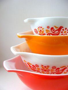 Retro brights! #Kitchens #Bowls #Red #Orange #White #Retro #Vintage #Birds