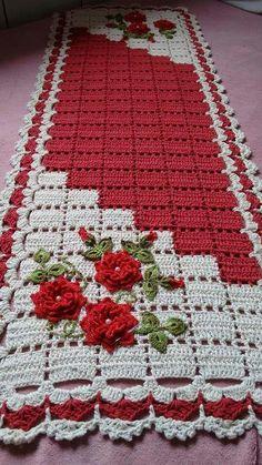 This Pin was discovered by Roc Crochet Socks, Crochet Yarn, Crochet Stitches, Crochet Patterns, Crochet Table Runner, Crochet Tablecloth, Crochet Doilies, Crochet Mandala, Crochet Granny