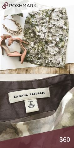 Banana republic Skirt! Like new skirt!  Beautiful skirt! Tall skirt , in excellent condition, all items come from pet & smoke free home! Banana Republic Skirts Pencil