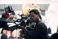 Cheryl Dunye (1966) Monrovia, Liberia. Filmografía: http://www.imdb.com/name/nm0243109/?ref_=fn_al_nm_1 Web: http://www.cheryldunye.com/ Vimeo: https://vimeo.com/cdunye