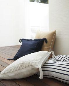 floor pillows with back support Outdoor Floor Cushions, Floor Pillows, Throw Pillows, Patio Flooring, Living Room Flooring, Floor Seating, Beach Cottage Decor, Outdoor Rooms, Outdoor Living