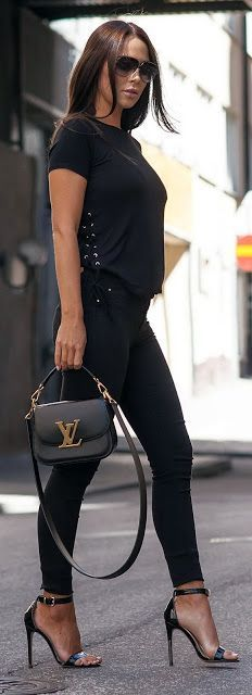 All black outfit. Skinny pants and ankle strap high heel sandals. Beauty on High Heels #Fashion