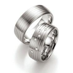 Firma TeNo. Edelstahl Ringe mit Brillantbesatz. 7 Brillanten zusammen 0,056 ct. TW/SI. Breite 8,00 mm. http://www.trauringstudio-berlin.de/partnerringe-0692600d53-06926s01d53-p-2559.html
