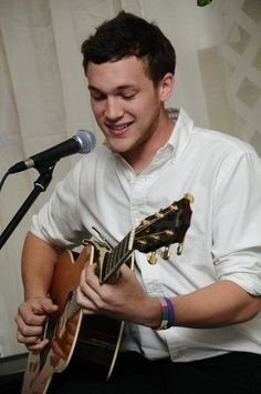 Phillip Phillips. So precious.