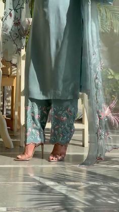 Punjabi Suit Boutique, Punjabi Suits Designer Boutique, Indian Designer Suits, Boutique Suits, Fancy Dress Design, Stylish Dress Designs, Designs For Dresses, Patiala Salwar, Plazo Kurti