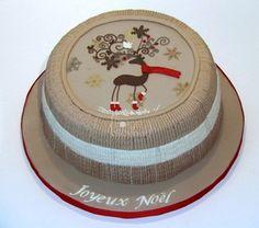 Deer christmas cake- La Forge à Gâteaux #DeeChristmasCake #KnittingCake www.laforgeagateaux.com