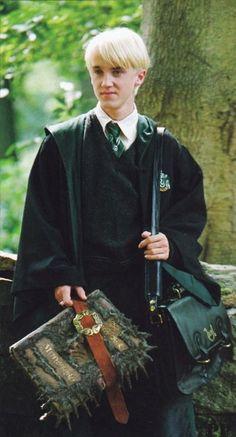 "Draco Malfoy (Tom Felton) in ""Harry Potter and the Prisoner of Azkaban"" Draco Harry Potter, Fantasia Harry Potter, Theme Harry Potter, Mundo Harry Potter, James Potter, Harry Potter Universal, Harry Potter Movies, Harry Potter World, Tom Felton"
