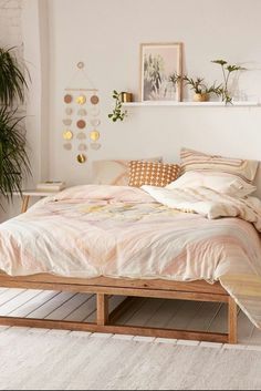 Urban Outfitters Bedroom Ideas Beautiful Bedroom with Pink Bedding From Urban Outfitters Bedroom Decor For Teen Girls, Teen Girl Rooms, Boho Teen Bedroom, Bedroom Themes, Trendy Bedroom, Bedroom Wall Ideas For Adults, Cheap Bedroom Ideas, Simple Bedrooms, Teen Girl Bedding