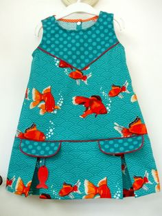 Les p'tits pois sont bleus – C'est Dimanche Addicts - Autos Online Ankara Styles For Kids, African Dresses For Kids, Latest African Fashion Dresses, Little Girl Dresses, Toddler Dress, Toddler Outfits, Kids Outfits, Baby Dress Design, Sewing Kids Clothes