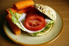 Otręby pszenne 4 g (1 płaska łyżka)      Otręby owsiane 14 g      Jaja kurze całe 60 g (1 sztuka)      Jogurt naturalny 2% tłuszczu 30 g (2 płaskie łyżki)