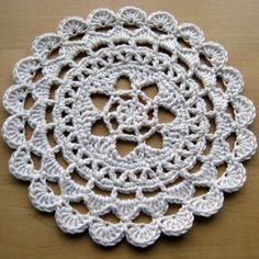 Crochet Flower Pretty Passion Flower Doily - free pattern in dk weight yarn Free Crochet Doily Patterns, Crochet Circles, Crochet Round, Crochet Squares, Love Crochet, Crochet Motif, Beautiful Crochet, Vintage Crochet, Crochet Doilies